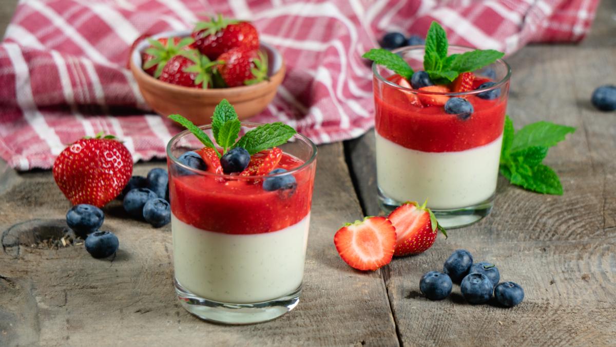 <b>Rezept:</b> Panna Cotta mit Erdbeersauce