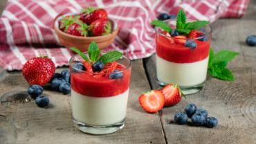 Panna Cotta Rezept mit Erdbeersoße
