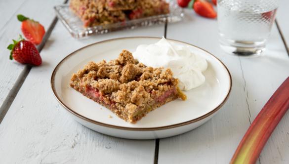 Rezept: Erdbeer Rhabarber Streuselkuchen