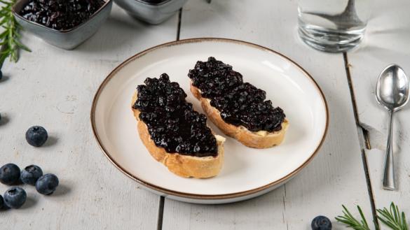 Basics: Heidelbeer-Marmelade mit Rosmarin